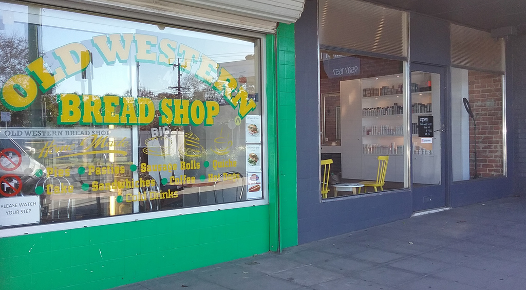 Old Western Hot Bread Shop | bakery | 75 Warren Rd, Mordialloc VIC 3195, Australia | 0395871952 OR +61 3 9587 1952