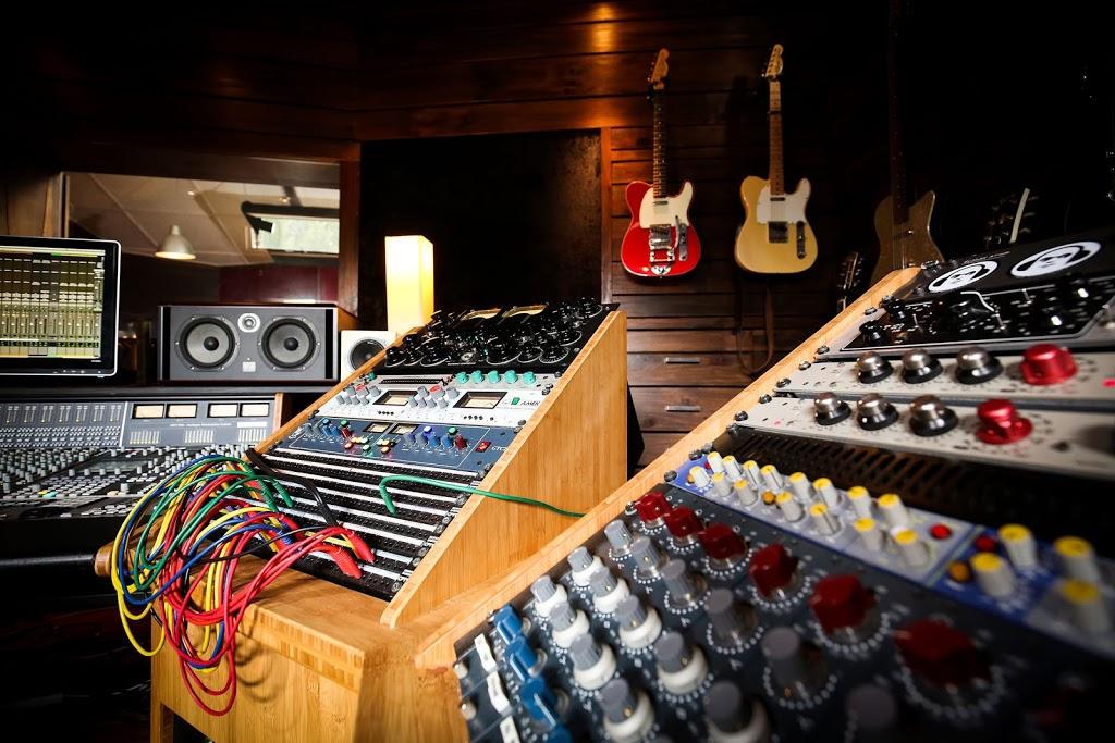Red Moon Studios | electronics store | 52 Stanton Ct, Gisborne South VIC 3437, Australia | 0408369400 OR +61 408 369 400