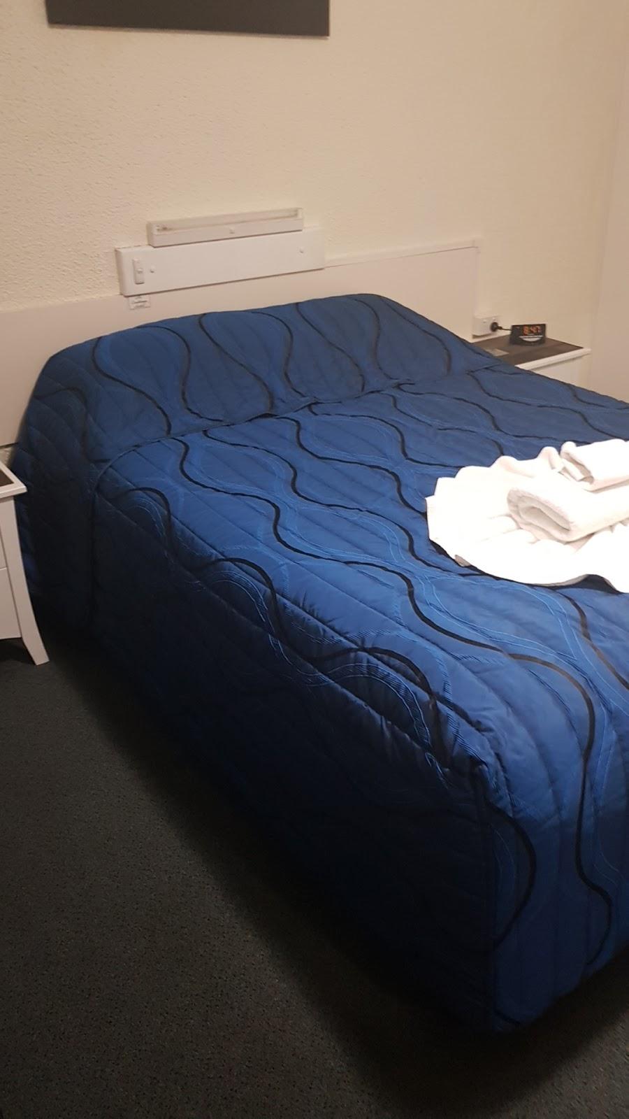 Benaraby Hilltop Motor Inn | lodging | 48902 Bruce Hwy, Benaraby QLD 4680, Australia | 0749750211 OR +61 7 4975 0211