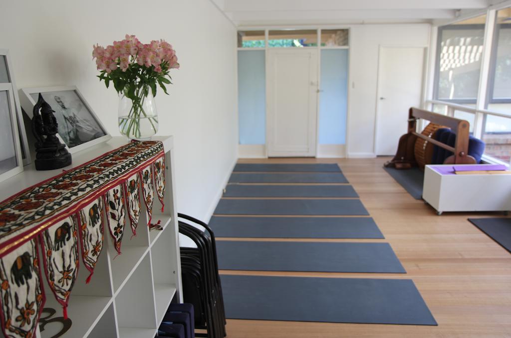 Bayside Yoga | gym | 8 Tulip Grove, Cheltenham VIC 3192, Australia | 0409899909 OR +61 409 899 909