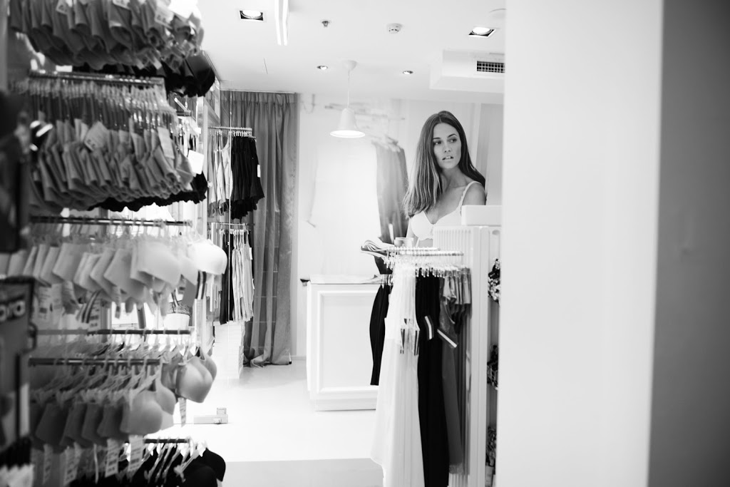 Simone Pérèle Outlet | Harbourtown Adelaide | clothing store | Harbourtown Outlet Centre, t100/727 Tapleys Hill Rd, Adelaide Airport SA 5950, Australia | 0883530755 OR +61 8 8353 0755