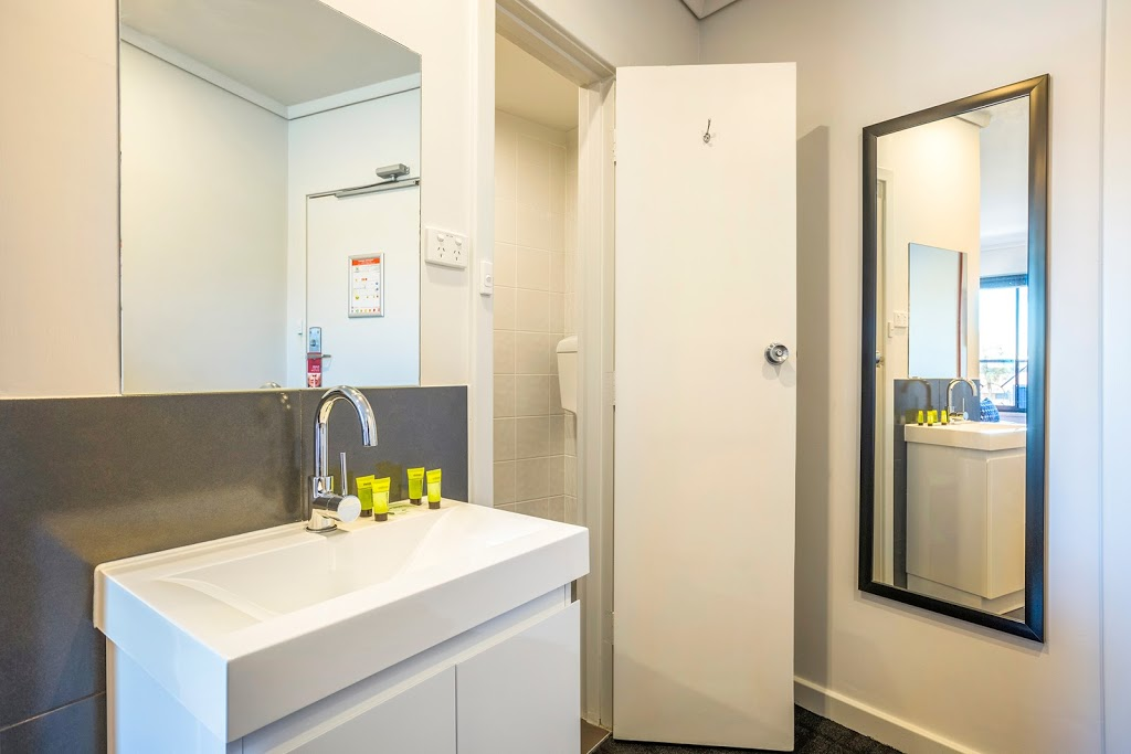 Nightcap at Rose & Crown Hotel | lodging | 100 Philip Hwy, Elizabeth South SA 5112, Australia | 0882552233 OR +61 8 8255 2233