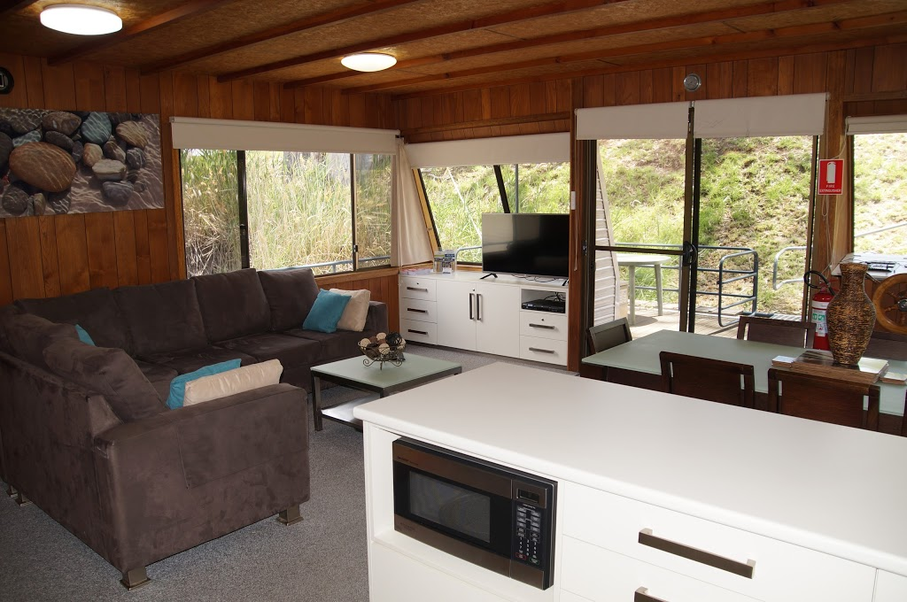 Boats and Bedzzz Houseboat Stays | lodging | 42 James Ave, Renmark SA 5341, Australia | 0429865749 OR +61 429 865 749