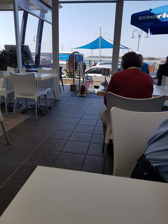 Harley Seafood Take Away | restaurant | 300 Marine Parade, Labrador QLD 4215, Australia | 0755611923 OR +61 7 5561 1923