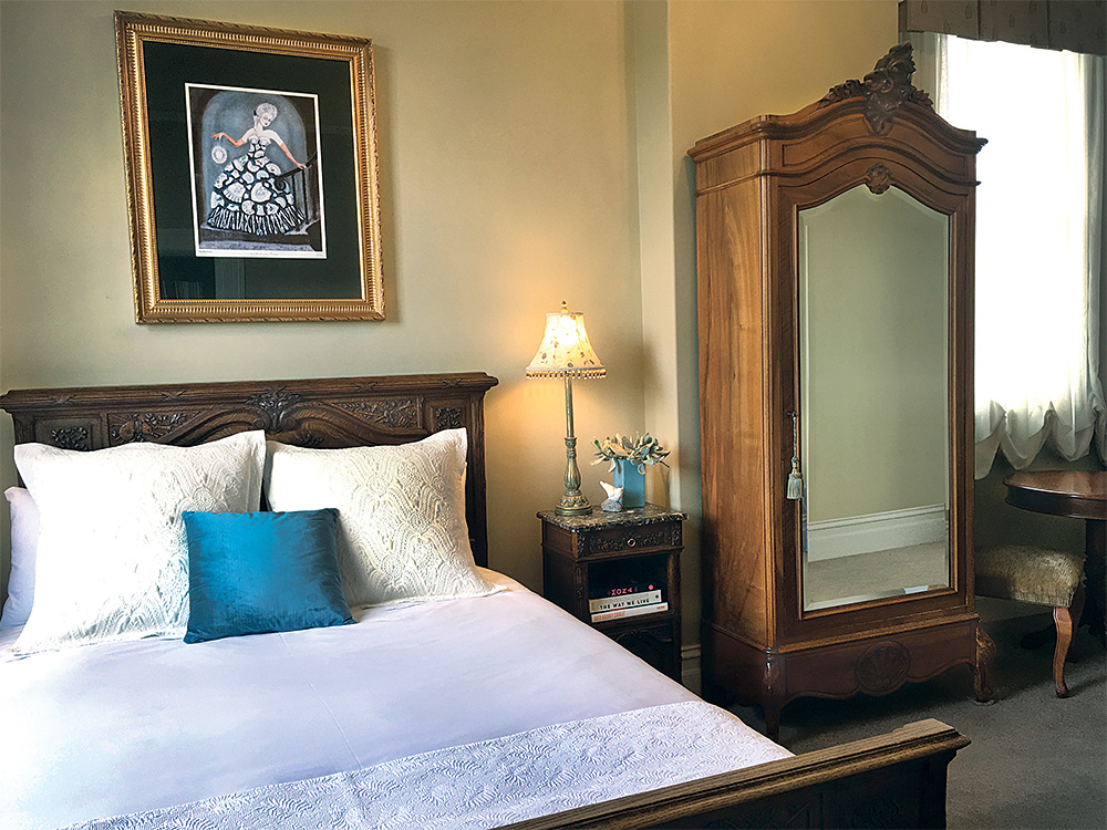 The Empyre Boutique Hotel   lodging   68 Mostyn St, Castlemaine VIC 3450, Australia   0354725166 OR +61 3 5472 5166
