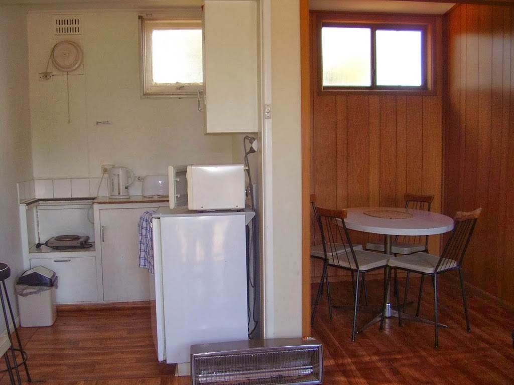 Cooma Gateway Holiday Cabins | lodging | 13 Polo Flat Rd, Cooma NSW 2630, Australia | 0264521592 OR +61 2 6452 1592