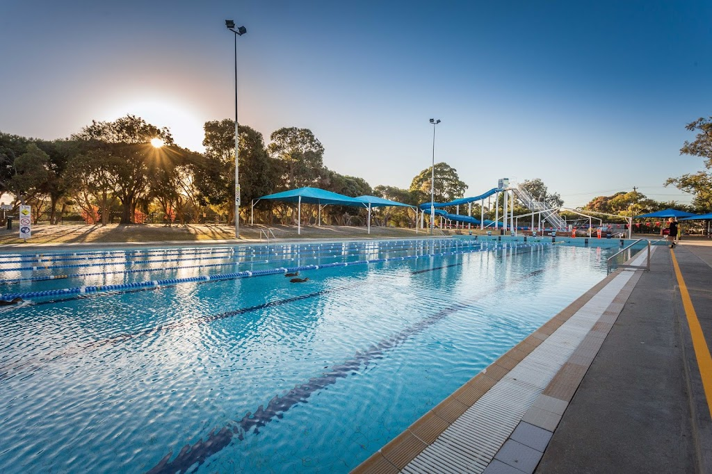 Pines Forest Aquatic Centre | point of interest | Forest Dr, Frankston North VIC 3199, Australia | 0397864568 OR +61 3 9786 4568