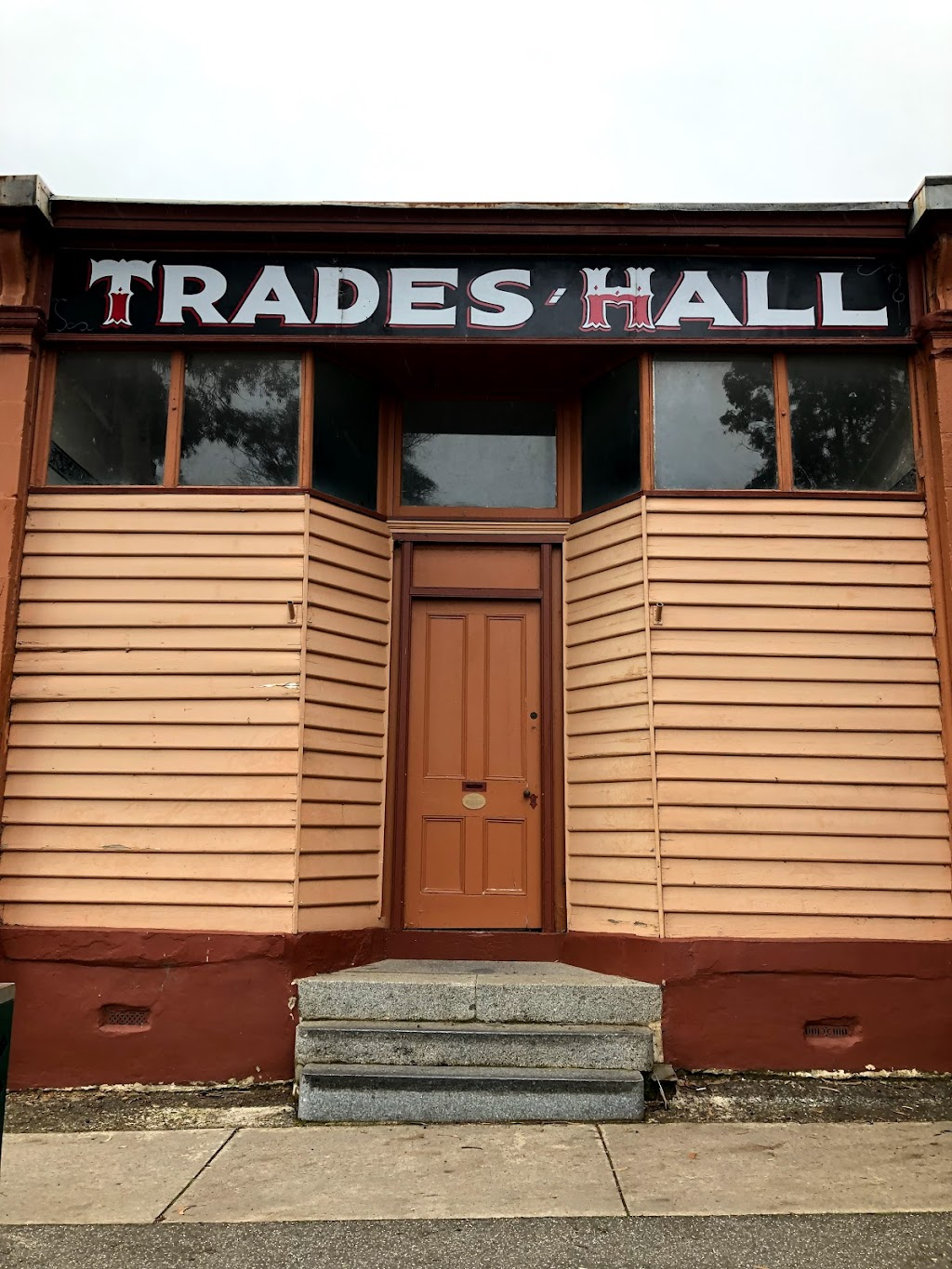 Castlemaine Trades Hall | point of interest | 127 Mostyn St, Castlemaine VIC 3450, Australia | 0354722202 OR +61 3 5472 2202