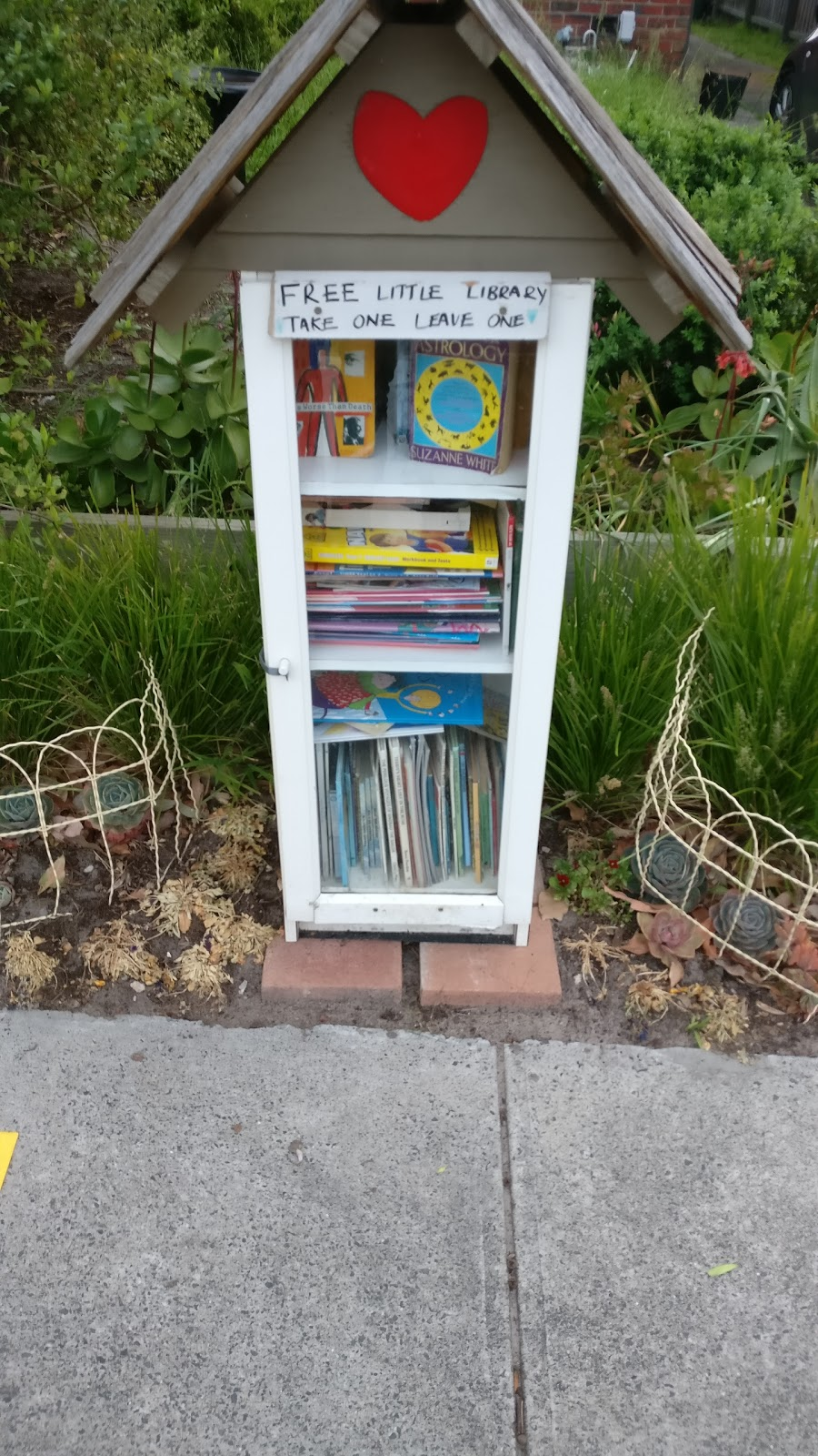 Curraweena Little Free Library | library | Caulfield South VIC 3162, Australia