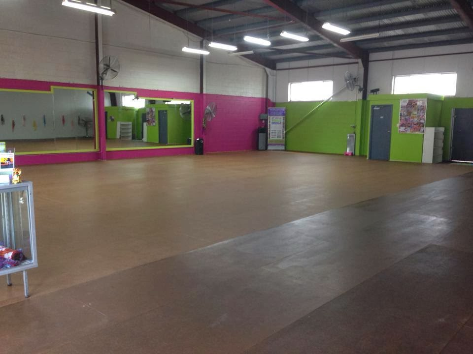 Shake Wiggle Giggle | gym | 6/2 Woodman Ct, West End QLD 4810, Australia | 0412570868 OR +61 412 570 868