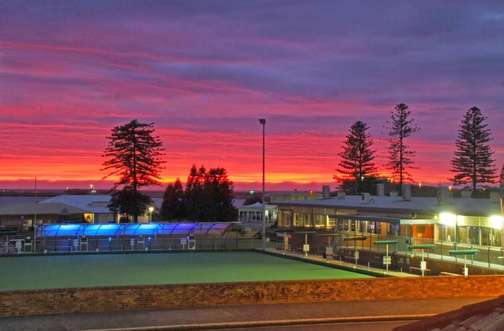 Stockton Bowling Club | restaurant | 122 Mitchell St, Stockton NSW 2295, Australia | 0249201999 OR +61 2 4920 1999