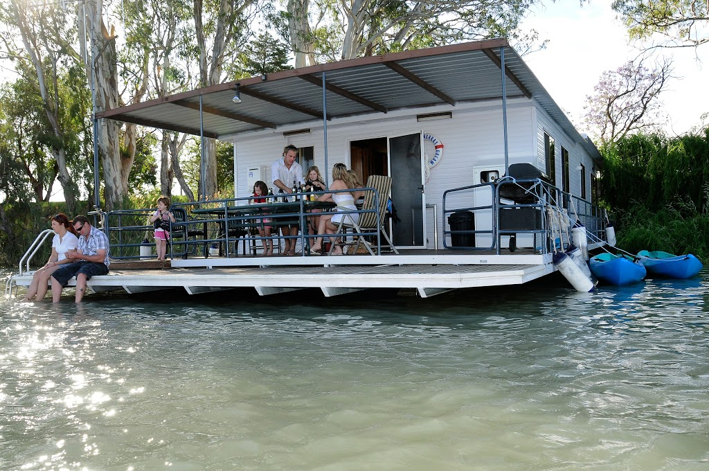 Boats and Bedzzz Houseboat Stays   lodging   42 James Ave, Renmark SA 5341, Australia   0429865749 OR +61 429 865 749