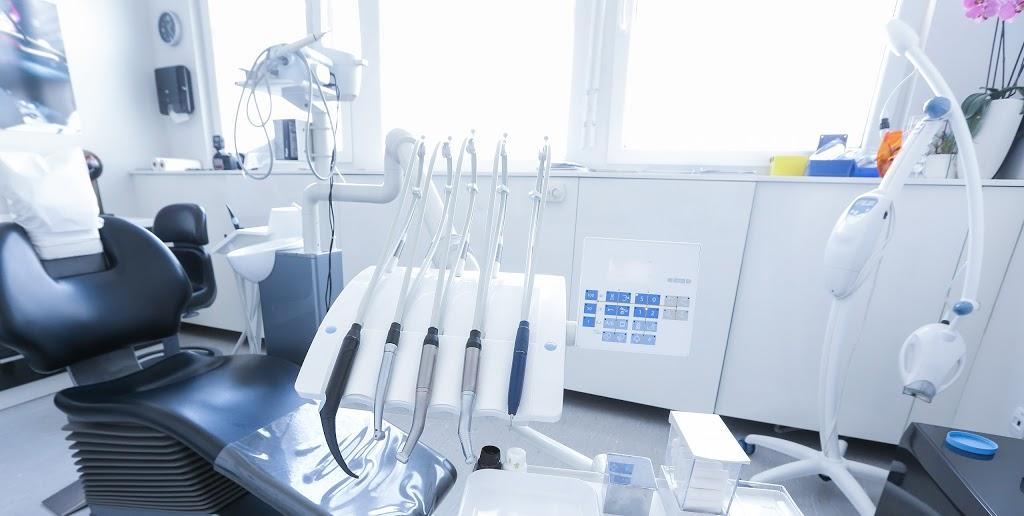 KAMBAH VILLAGE DENTAL SURGERY | dentist | KAMBAH VILLAGE SHOPPING CENTRE,, 28 Primmer Ct, Kambah ACT 2902, Australia | 0262967311 OR +61 2 6296 7311
