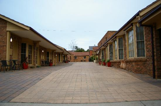 Castlemaine Colonial Motel | lodging | 252 Barker St, Castlemaine VIC 3450, Australia | 0354724000 OR +61 3 5472 4000