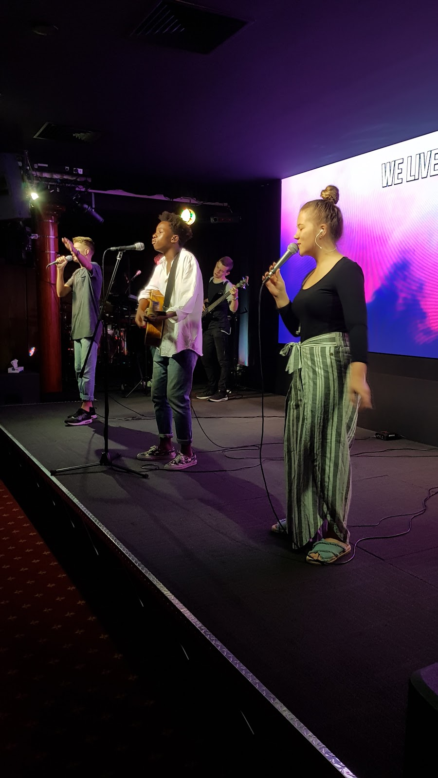 Oasis New Life Centre | church | Cnr Fraser and, Glenmore Rd, Park Avenue QLD 4701, Australia | 0749271477 OR +61 7 4927 1477