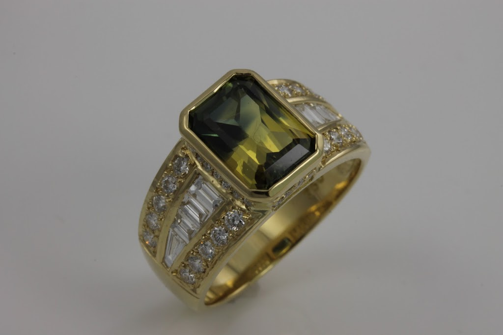 The Gem Shack   jewelry store   115 William St, Gladstone-City QLD 4680, Australia   0749726850 OR +61 7 4972 6850