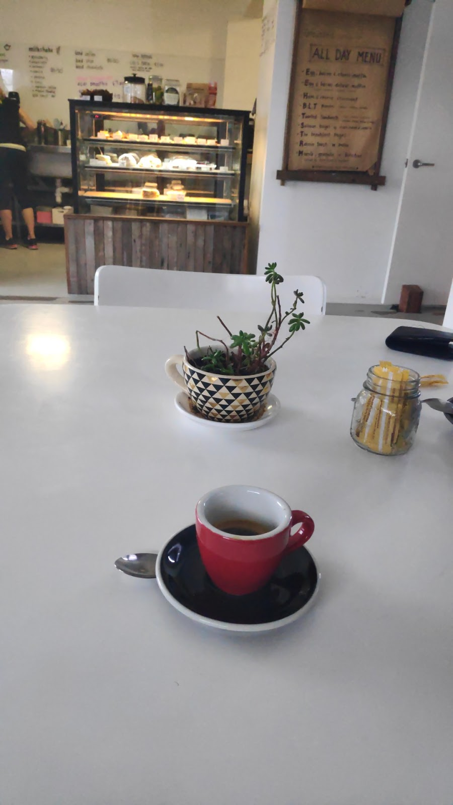 Grounded espresso bar | cafe | 12 Lake St, Laurieton NSW 2443, Australia | 0265597553 OR +61 2 6559 7553