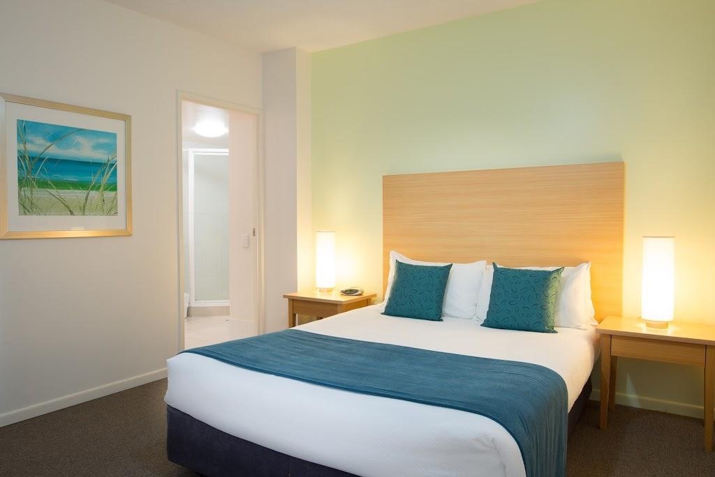Sandy Point Beach Resort | lodging | 41 Labrador St, Labrador QLD 4215, Australia | 1300785599 OR +61 1300 785 599