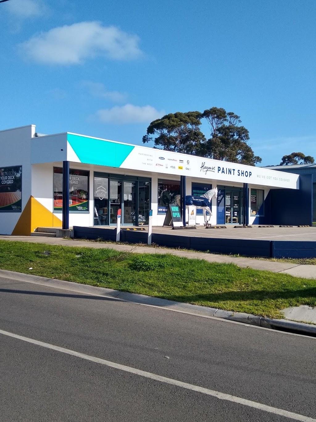 Haymes Paint Shop Cowes | painter | 215 Settlement Rd, Cowes VIC 3922, Australia | 0359522522 OR +61 3 5952 2522