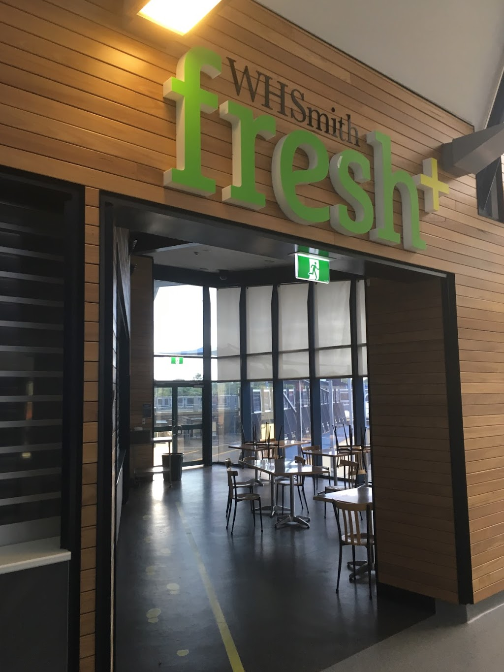 WH Smith Fresh+ Cafe | cafe | Logan Hospital, Meadowbrook QLD 4131, Australia | 0732005496 OR +61 7 3200 5496