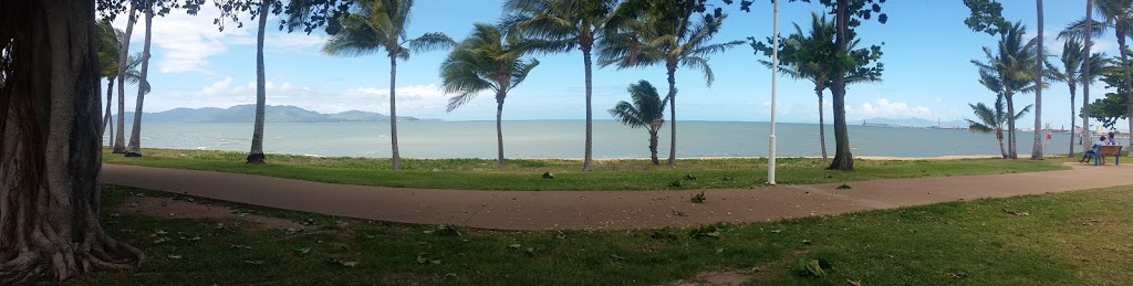Bayside Holiday Apartments | lodging | 102 The Strand, Townsville City QLD 4810, Australia | 0747211688 OR +61 7 4721 1688