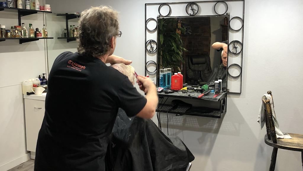 Look Sharp Barber Shop (For Men) | hair care | 17 Gleneagles Way, Hamersley WA 6022, Australia | 0408679391 OR +61 408 679 391
