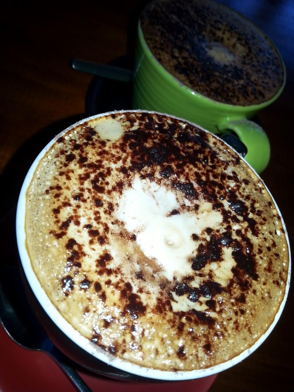 Sapphires Cafe | cafe | 31 Blue Hills Dr, Glenmore Park NSW 2745, Australia | 0247332835 OR +61 2 4733 2835