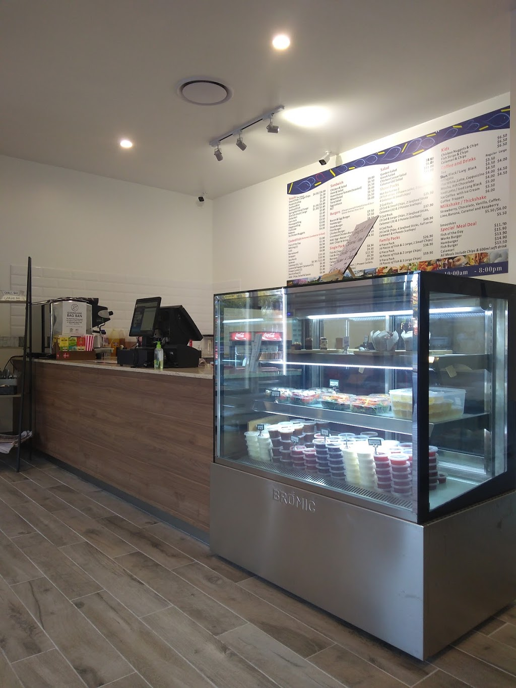 New Farm Fish Café | restaurant | 942 Brunswick St, New Farm QLD 4005, Australia | 0732543655 OR +61 7 3254 3655