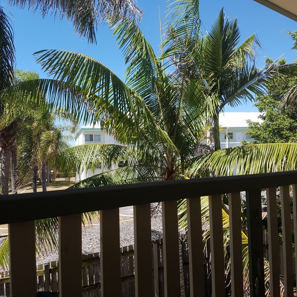 Reef Adventureland Motor Inn | lodging | 64 Hampton Dr, Tannum Sands QLD 4680, Australia | 0749738522 OR +61 7 4973 8522