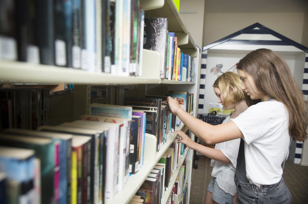 Cannonvale Library   library   Shute Harbour Rd, Cannonvale QLD 4802, Australia   0749461366 OR +61 7 4946 1366