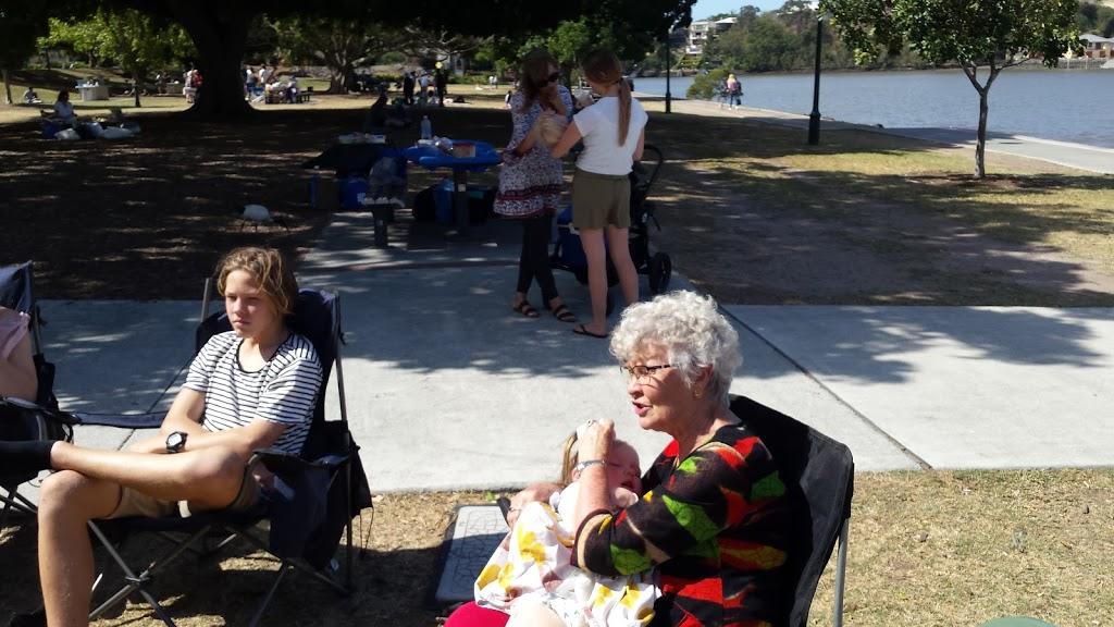 MacPhersons Outlook Park | park | 4170/16 Waldo St, Norman Park QLD 4170, Australia | 0734038888 OR +61 7 3403 8888