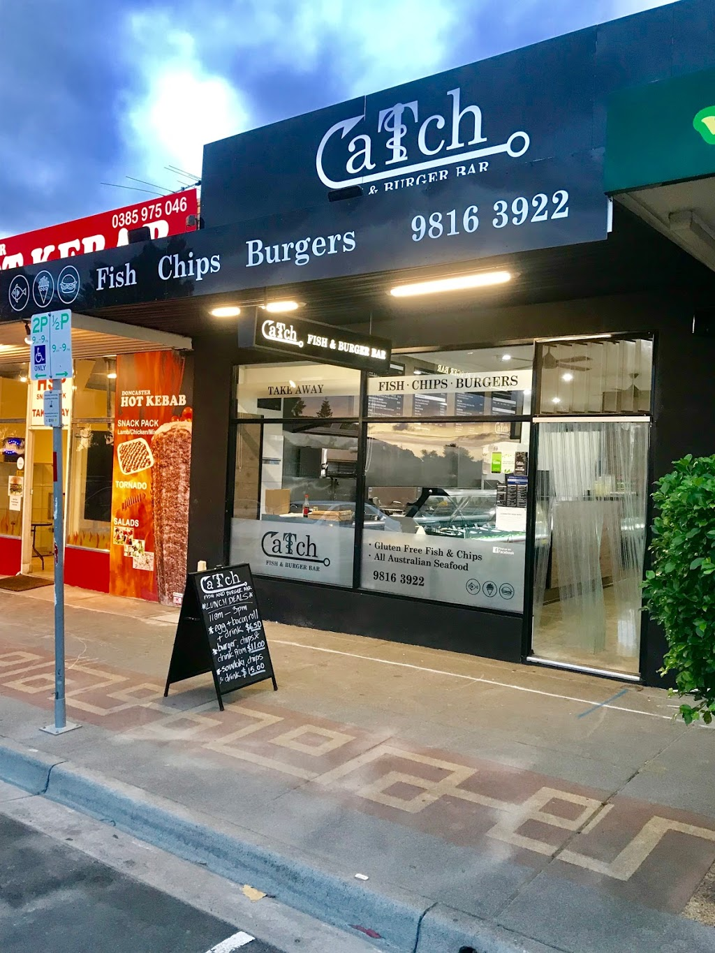 Catch fish & Burger Bar | meal takeaway | 5 Village Ave, Doncaster VIC 3108, Australia | 0398163922 OR +61 3 9816 3922