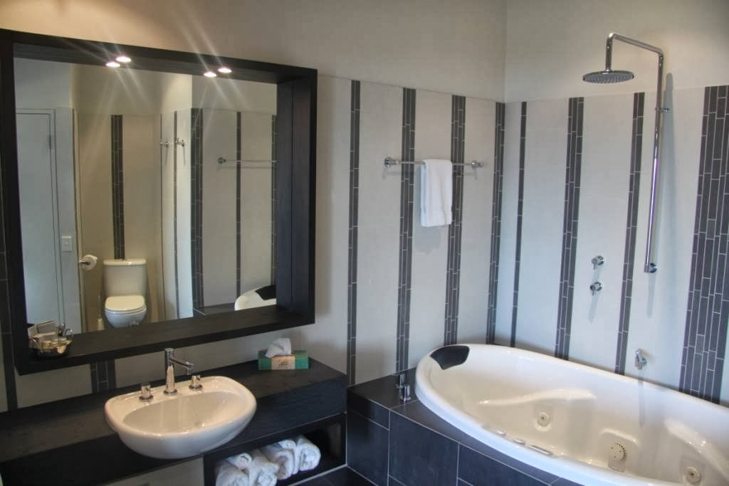 Hearns Beachside Villas | lodging | 13-17 Thistle Pl, Port Fairy VIC 3284, Australia | 0355683150 OR +61 3 5568 3150