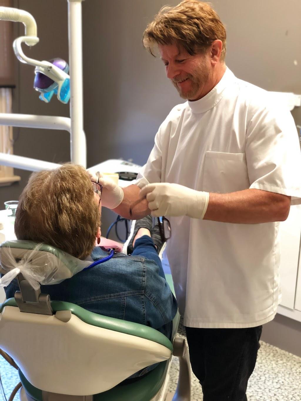 Bairnsdale Dentures | Geoffrey C Dennis | dentist | 289 Main St, Bairnsdale VIC 3875, Australia | 0351526896 OR +61 3 5152 6896