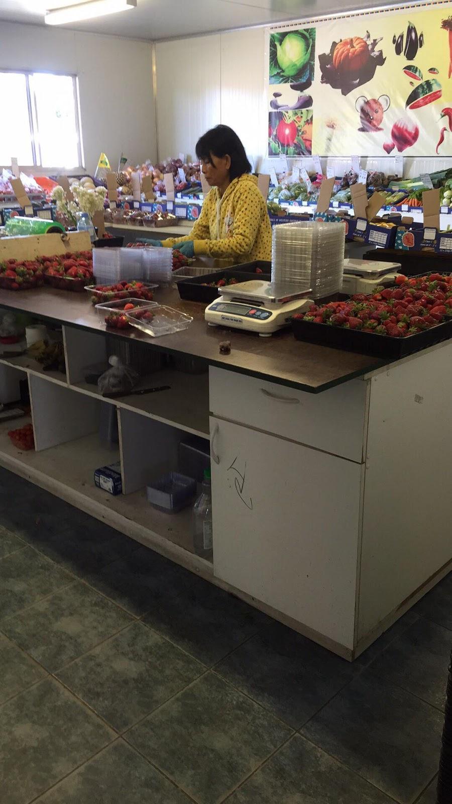 Thomas Le Strawberries Lot 969 | store | 969 Thomas Rd, Anketell WA 6167, Australia | 0432054564 OR +61 432 054 564