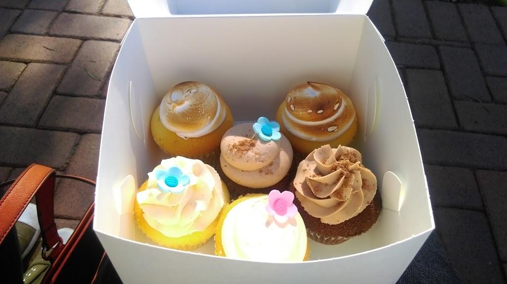 The Cupcake House | bakery | 216 Creek Ridge Rd, Glossodia NSW 2756, Australia | 0421938438 OR +61 421 938 438