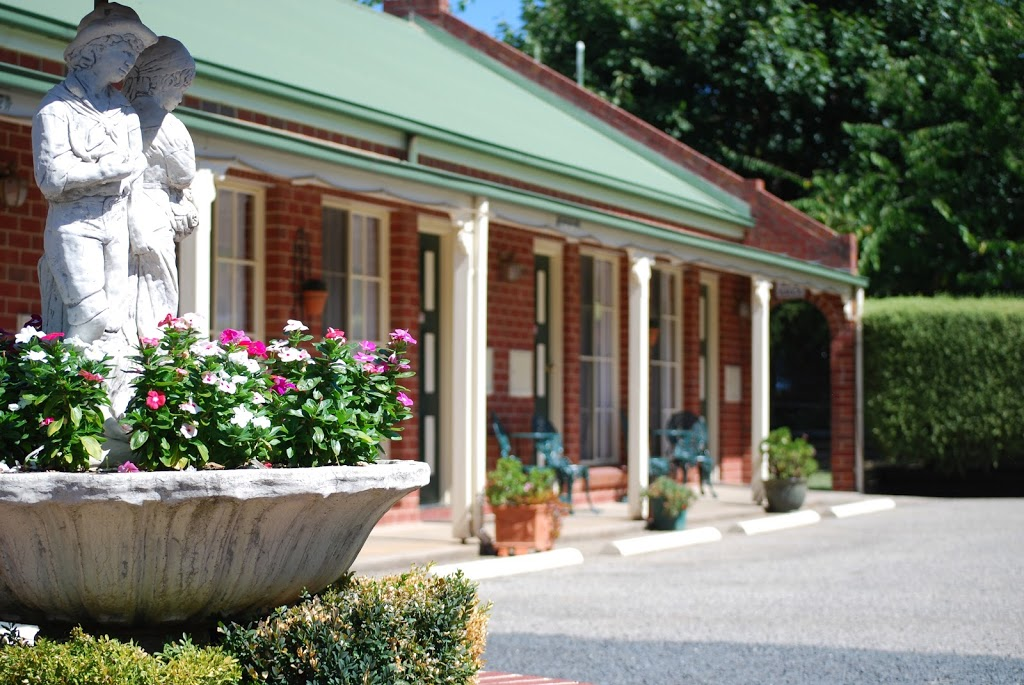 Golden Chain The Elms Motor Inn | lodging | 67 Fitzroy St, Tumut NSW 2720, Australia | 0269473366 OR +61 2 6947 3366