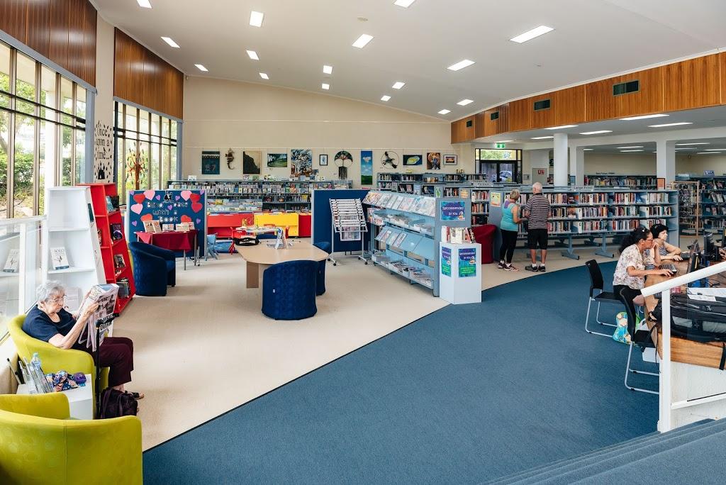 Boyne Island Library | library | Hayes Ave, Boyne Island QLD 4680, Australia | 0749719700 OR +61 7 4971 9700