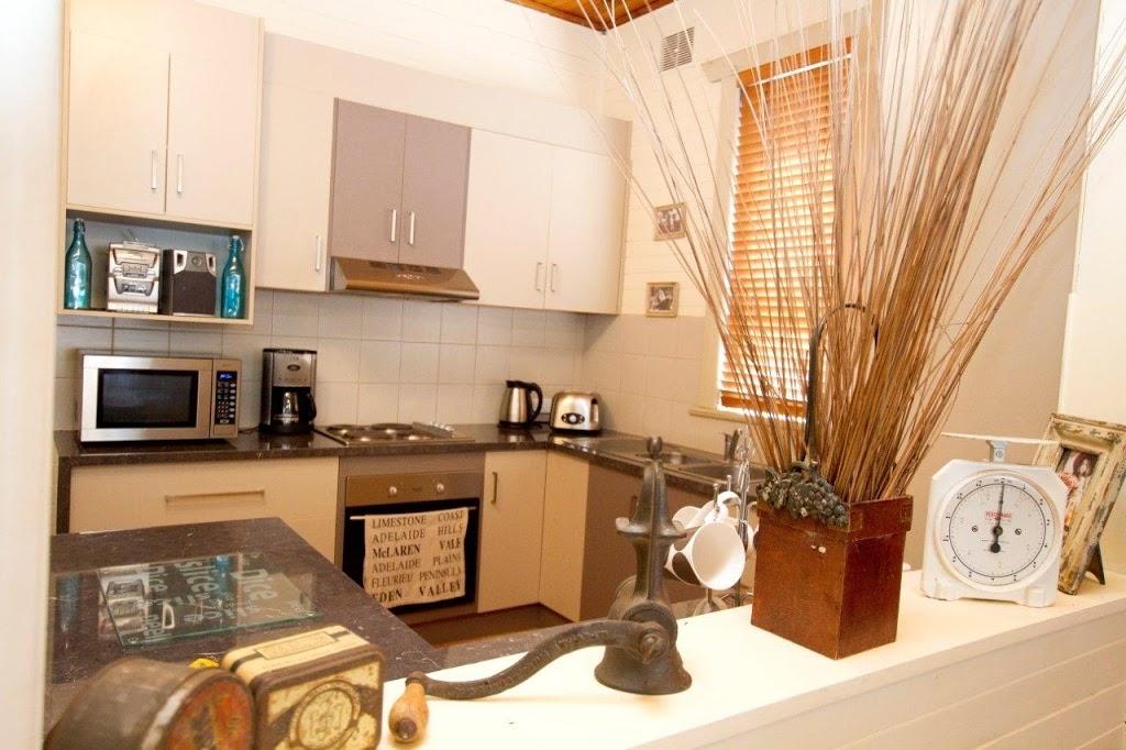 ANDERLS BEACH COTTAGE | lodging | 1 Arthur St, Beachport SA 5280, Australia | 0425762624 OR +61 425 762 624