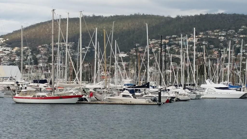 Short Beach Hobart Tasmania | park | 12 Marieville Esplanade, Sandy Bay TAS 7005, Australia