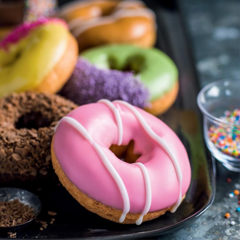 Donut King | bakery | Shop 32 Central Square, Cnr Central Avenue &, Merton St, Altona Meadows VIC 3028, Australia | 0393158711 OR +61 3 9315 8711
