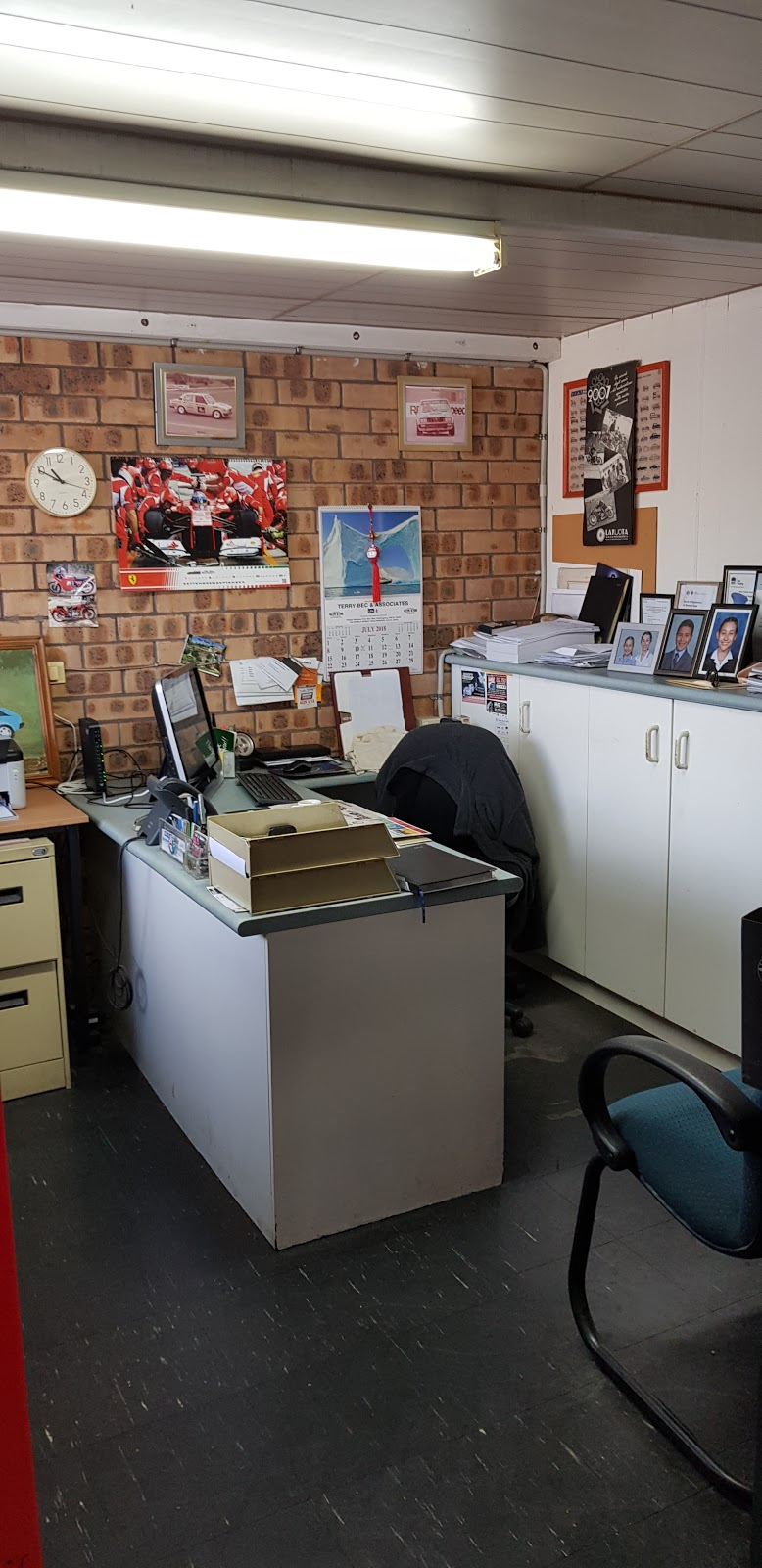 Sunset Strip Automotive | car repair | 5/30 Swan St, Wollongong NSW 2500, Australia | 0242285054 OR +61 2 4228 5054
