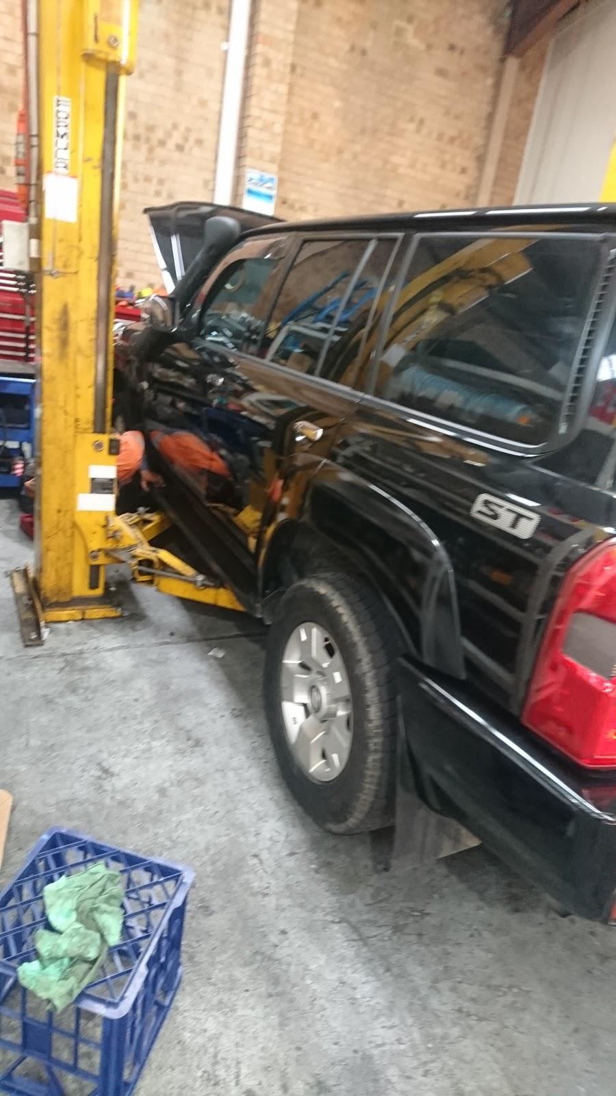 Prakash Automotive Services | car repair | 14 Woorang St, Milperra NSW 2214, Australia | 0297736402 OR +61 2 9773 6402