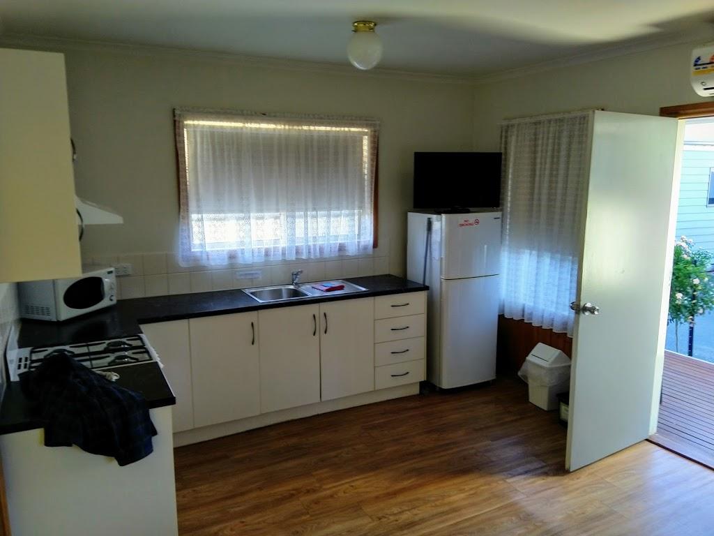 Castlemaine Central Cabin & Van Park   lodging   101 Barker St, Castlemaine VIC 3450, Australia   0354722160 OR +61 3 5472 2160
