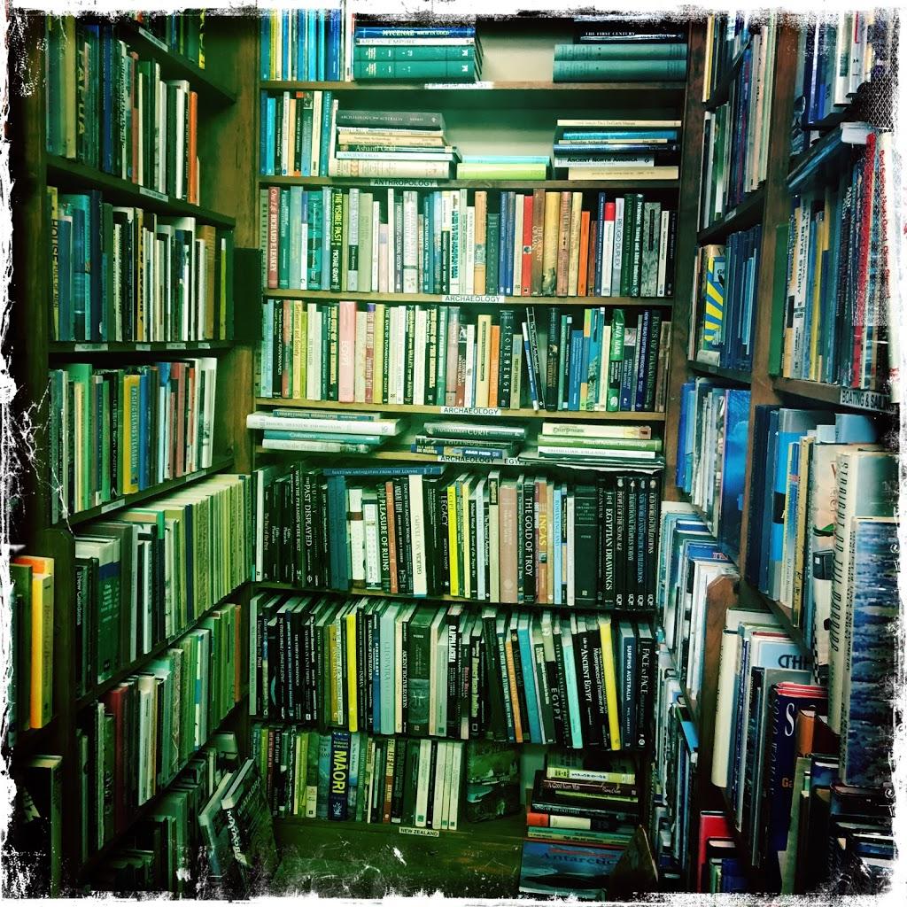 Book Lore | book store | 94 Wattle St, Lyneham ACT 2602, Australia | 0262476450 OR +61 2 6247 6450