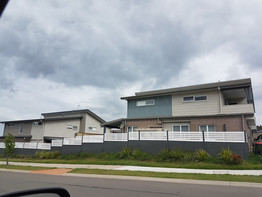Woolworths Aberglasslyn | supermarket | McKeachie Dr & Aberglasslyn, Aberglasslyn NSW 2320, Australia | 0240156350 OR +61 2 4015 6350