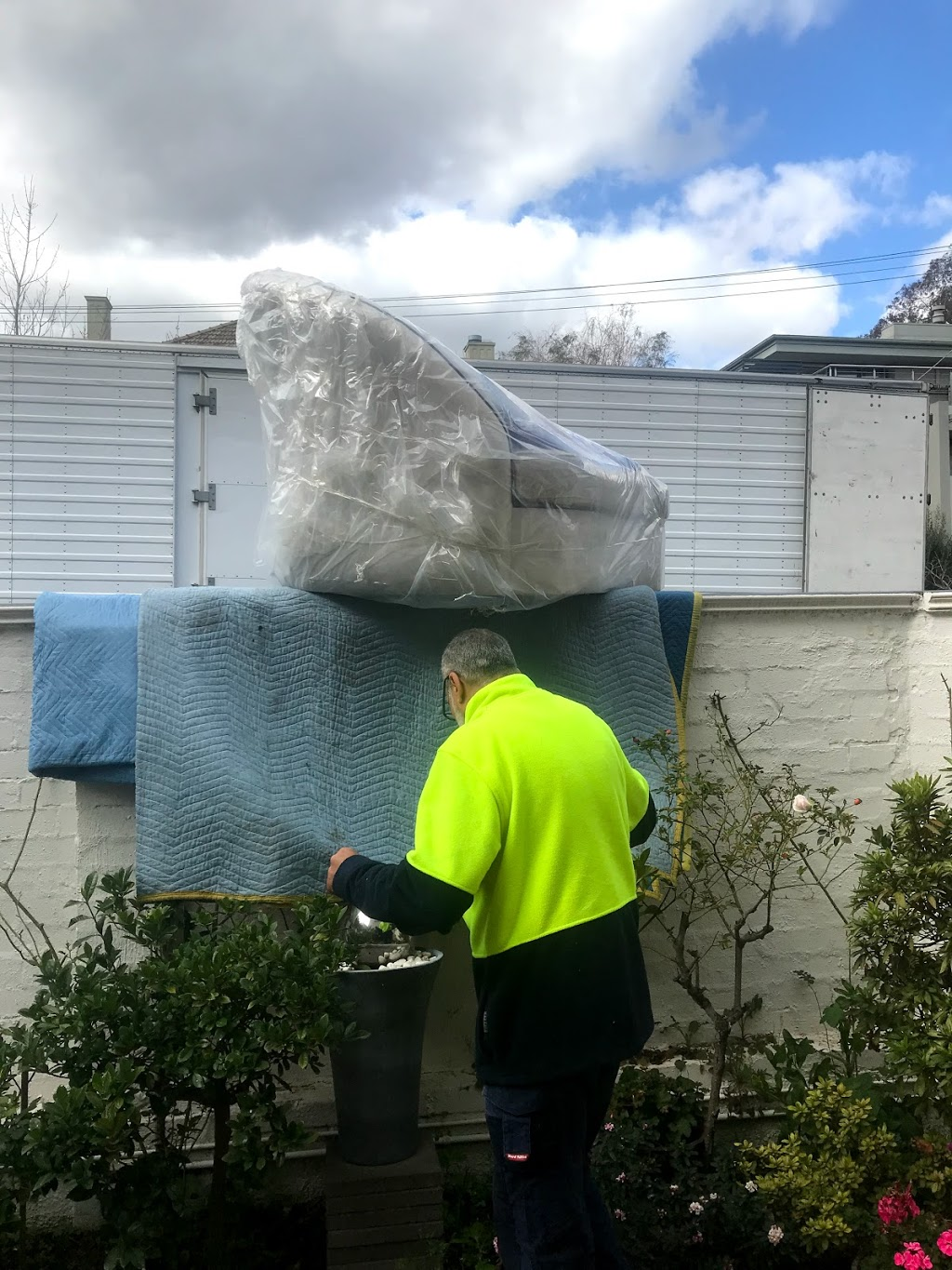Furniture Removals by Singh | moving company | 55 Kanooka Rd, Wantirna South VIC 3152, Australia | 0425889980 OR +61 425 889 980