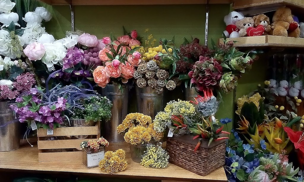 Castletown Flower Hut | florist | Castletown Shopping Centre, Woolcock St, Hyde Park QLD 4812, Australia | 0747723330 OR +61 7 4772 3330