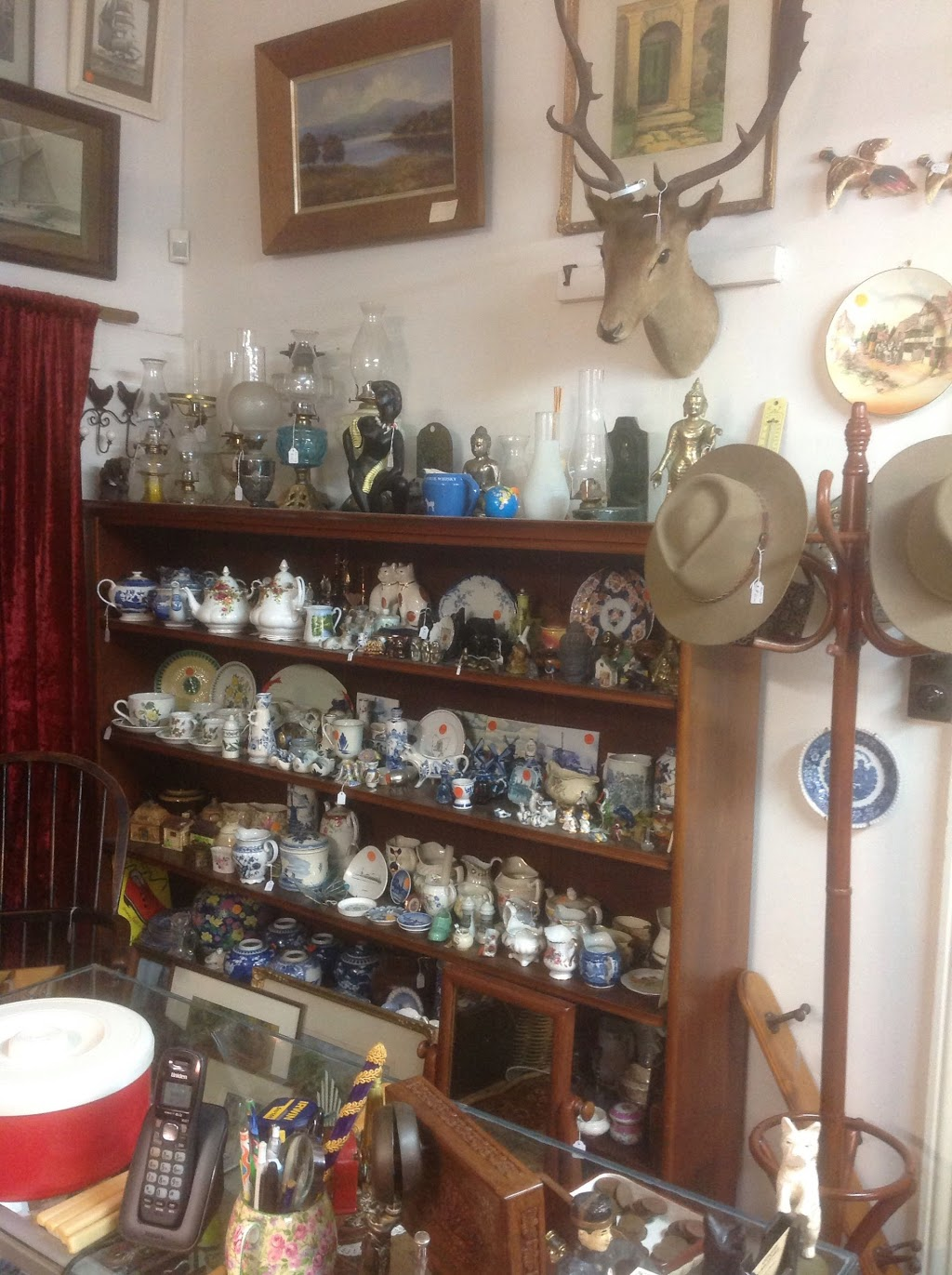 Antiques on Macquarie | home goods store | 407 Macquarie St, South Hobart TAS 7004, Australia | 0362241373 OR +61 3 6224 1373