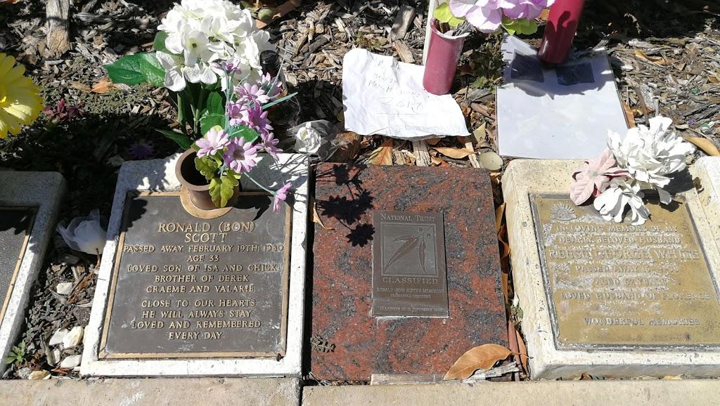 Bon Scott Grave | park | Carrington St & Leach Hwy, Palmyra WA 6157, Australia | 1300793109 OR +61 1300 793 109